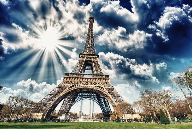 Фотообои под заказ Небо над Эйфелевой башней