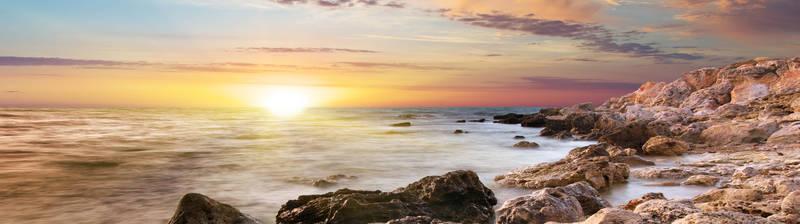 Восход на берегу моря